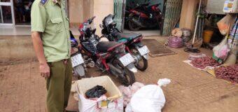 75kg thịt lợn bốc mùi hôi thối bị phát hiện tại chợ Đồng Xoài, Bình Phước